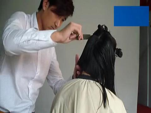 美女长发剪短发 美女剪齐刘海bob头