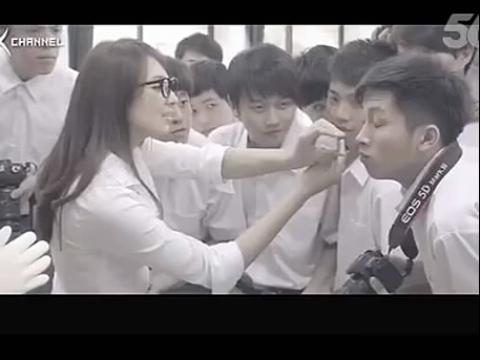 美女老师爆乳上课 同学们流鼻血啦