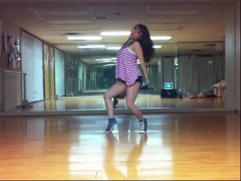 丰胸电臀美女自拍性感热舞【高清】