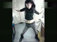 美少女卧室内激情热舞自拍
