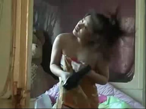 偷拍美女在卧室吹吹 好销魂啊