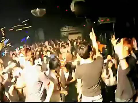 超劲爆dj舞曲现场!美女酒吧dj现场打碟视频