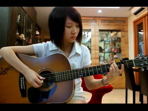 美女吉他弹奏someone like