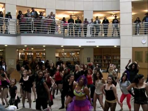 比基尼美女商场舞蹈快闪