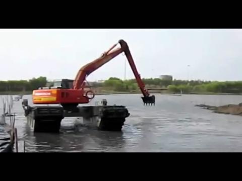 水陆两用挖掘机视频表演