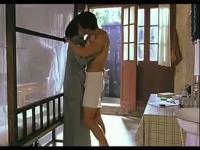 【吻戏床戏集锦】《出浴美人》激情床吻!