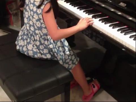 演奏钢琴曲-兰花花
