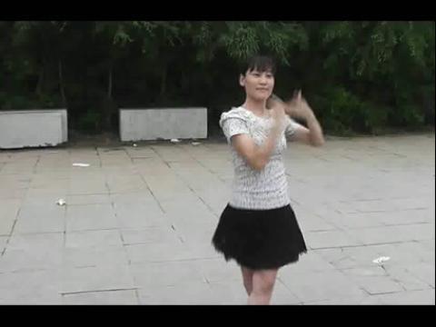 河北平乡广场舞:美女教你跳广场舞