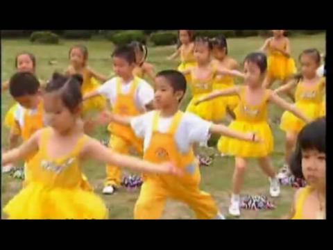 幼儿园广播体操中班上《律动器械操