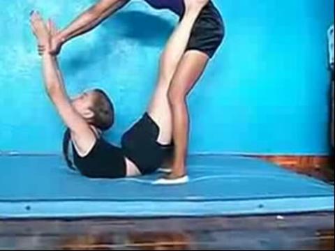 压腿的正确方法图解 一字马怎么练习 初学者压腿方法 舞蹈压腿正确姿