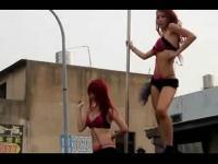 超短裙美女跳舞车模内衣秀诱惑超短裙美腿贴