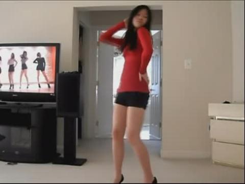红衣美腿美女自拍韩国热舞