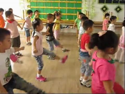 第一套幼儿广播体操 高清【面对现实】