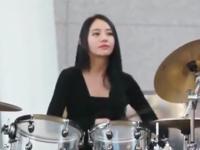 美女鼓手极品美女鼓手街头表演极品美女鼓手街头献艺