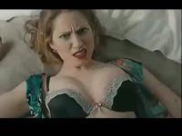 美女撕衣服 搜索视频