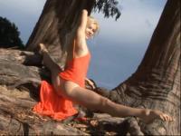 大胆髁体美女加|求爱女q859386104 视频在线观看