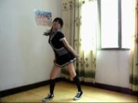 黑短裙美女激情热舞