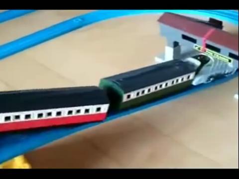 托马斯电动玩具火车表演视频