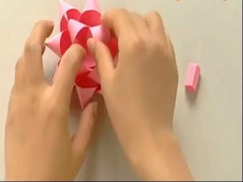手工制作大全 折纸 折礼品包装的装饰花