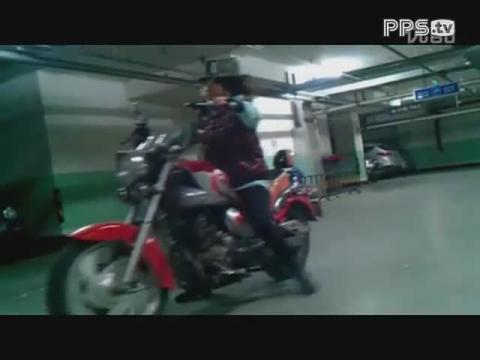 太子摩托 哈雷 美女骑车帅