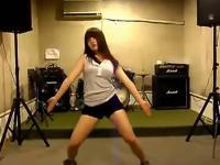 气质美腿短裙美女热舞