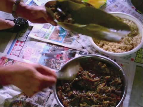 外婆包粽子的方法_百度视频