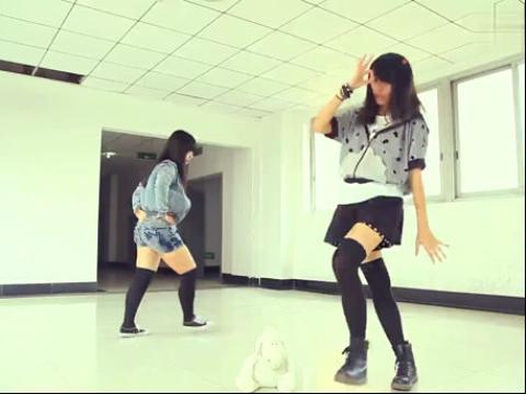 口罩超萌美女自拍舞蹈视频