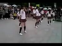 街拍:街拍超短裙可爱美女热舞