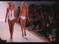 性感迈阿密泳装秀 比基尼美女走秀视频高清版