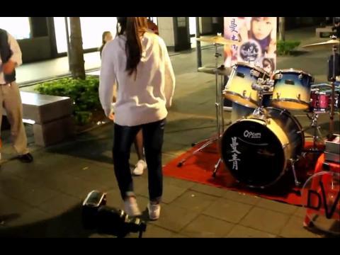 台湾街头美少女鼓手 陈曼青&罗小白