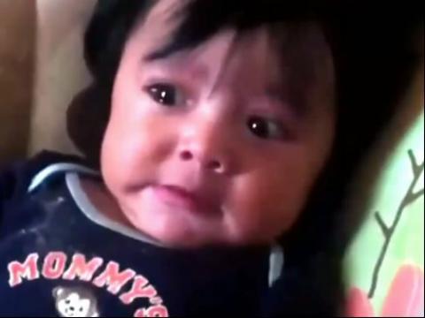 萌宝受惊吓后的搞笑表情图片