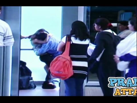 搞笑美女视频精选 『6688』轻松一笑!电梯激情大整蛊