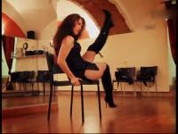 性感美女黑裙性感椅子舞