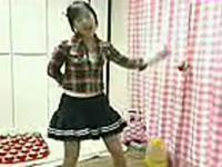 学生装美女热舞