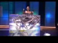 女选手入蛇池唱歌