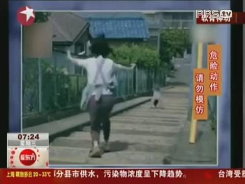 日本软骨美女因牛奶广告搞怪演出走红
