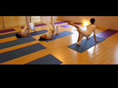性健康:美女居家必技!瑜伽性爱姿势