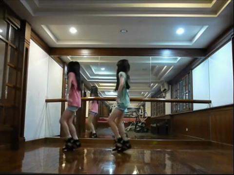 双胞胎小美女的可爱舞蹈