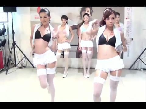 泰国美女模特团现场激情秀舞美女如云
