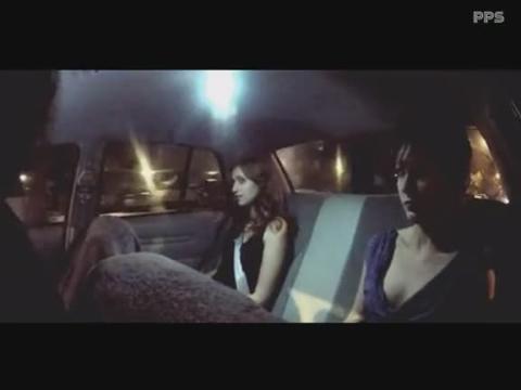 出租车司机扮尸变 吓坏美女乘客