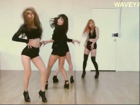 性感紧身短裤美女热舞