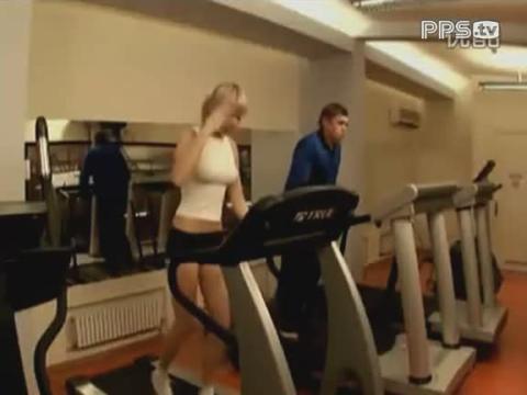 美女健身房里的艳福