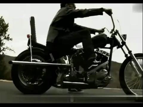 美女脱光才等到车 骑摩托的哥们爽爆了高清版