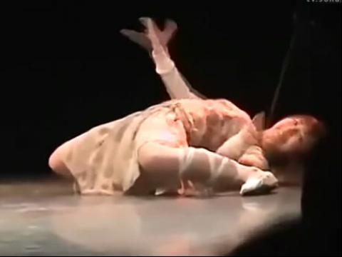 实拍日本妹子奇葩机械舞高清版