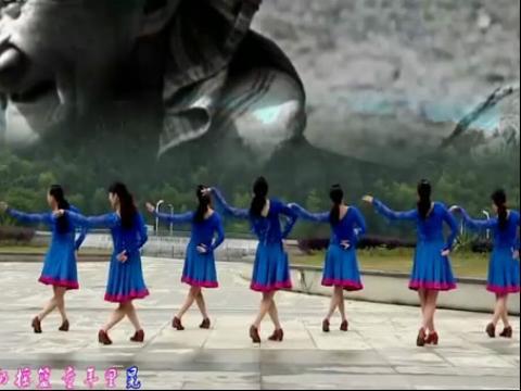 张春丽广场舞 草原的月亮(合成版)