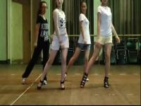 超短裤美女中学生好看舞蹈nobody