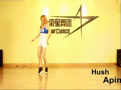求简单易学的舞蹈 适合公司年会用,1个人的.建议跳古典.冷门.易学.
