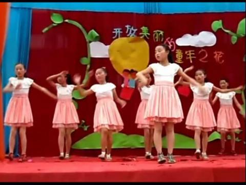 五年级小美女跳舞蹈广场舞