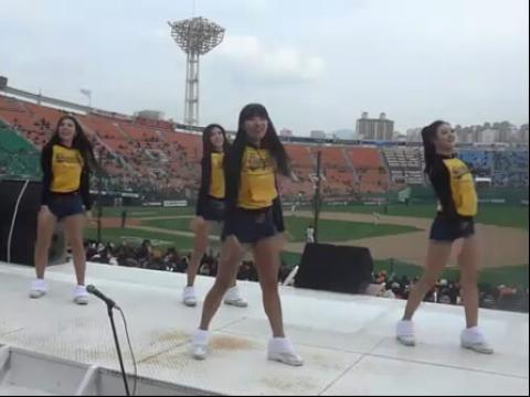 2012韩国职棒大赛 美女啦啦队热舞