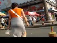 街拍紧臀短裙美女  街拍热裤